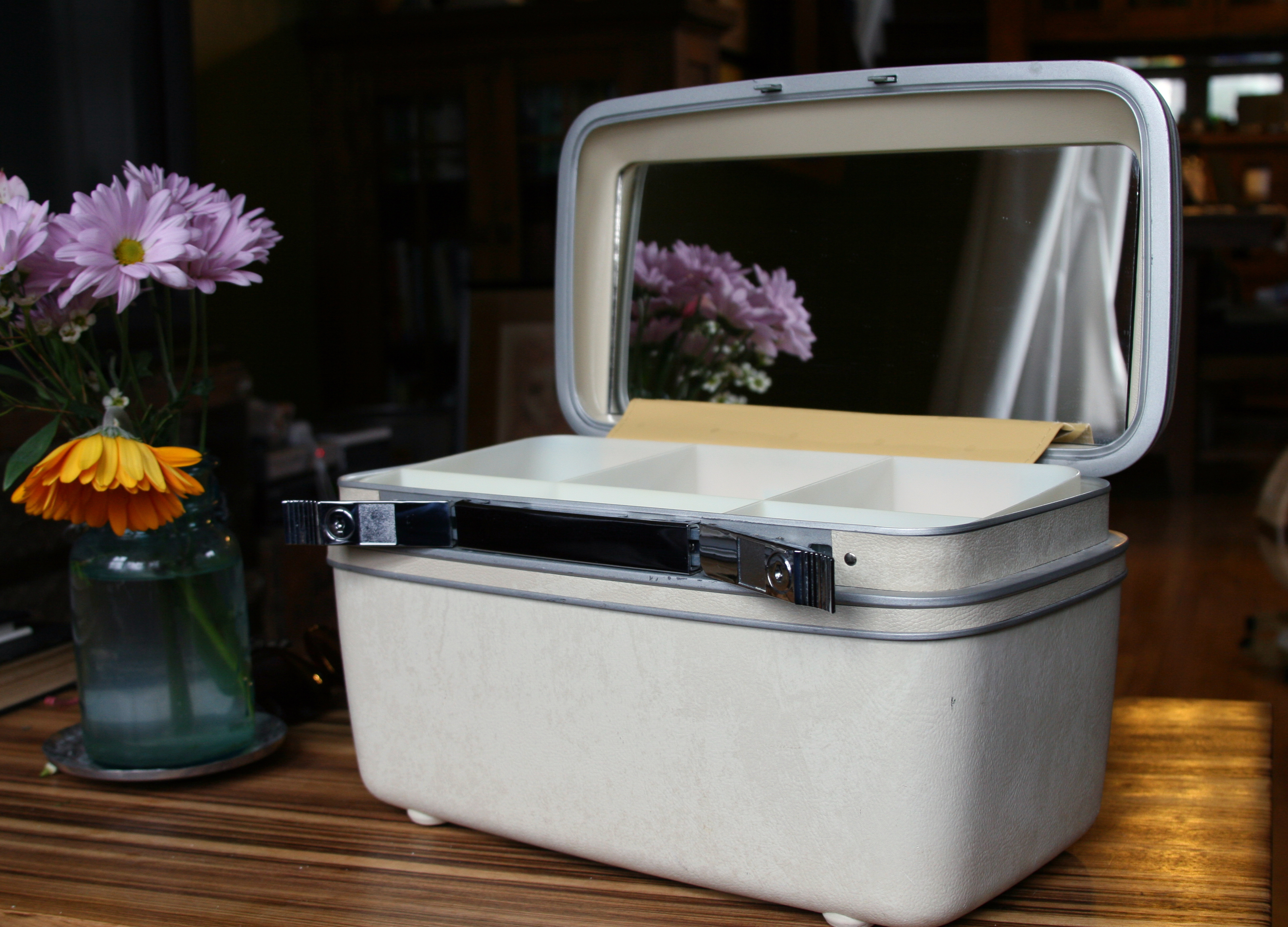 how to: clean vintage luggage | high plains thrifter